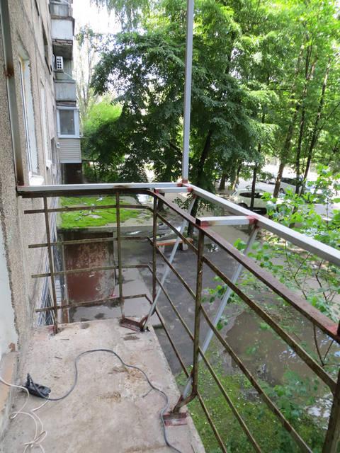 Балкон под ключ с расширением вперед и кладовкой