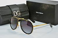 Солнцезащитные очки Dolce & Gabbana черные в золотой оправе