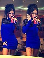Трикотажное мини платье с гипюром