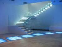 Ступени и ограждения из стекла.стеклянная лестница заказать.лестница из многослойного стекла триплекс