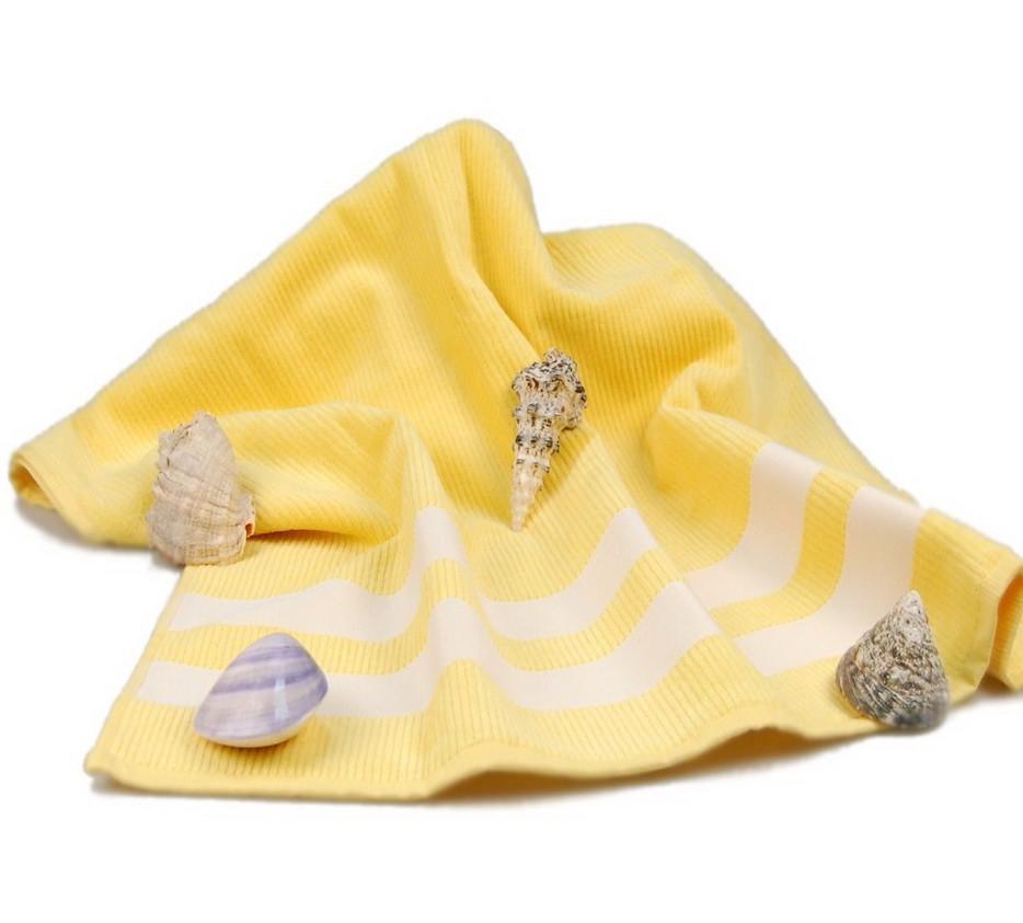 Полотенце пляжное велюровое Homeline жёлтое 70х150