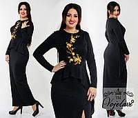 Модное черное  длинное платье батал с баской и аппликацией .  Арт-9938/41