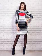 Трикотажное платье в полоску с ярким рисунком в виде красных губ
