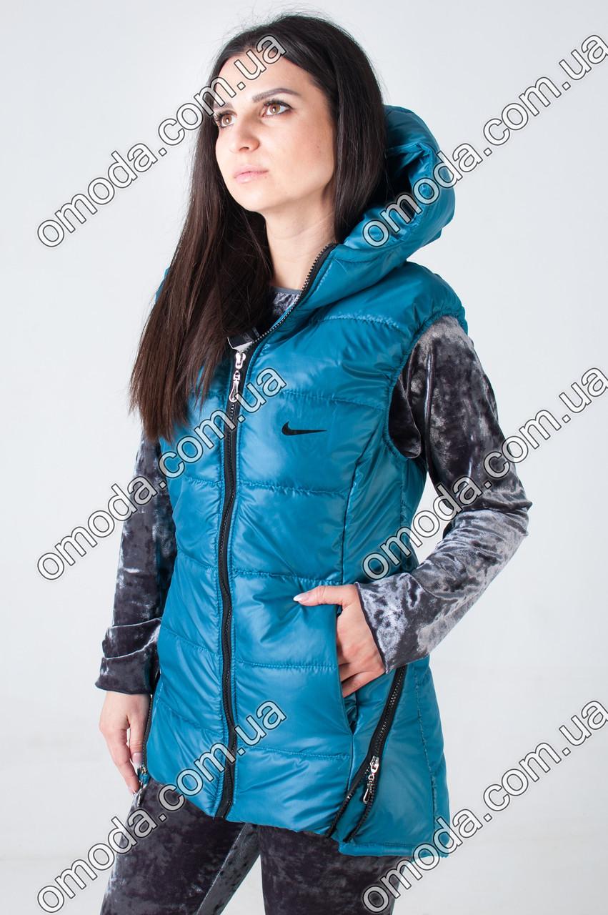 Женская жилетка на синтепоне в спортивном стиле синего цвета