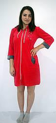 Женский велюровый халат средней длинны малинового цвета