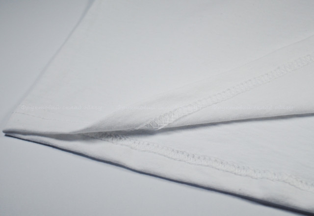 Белая мужская футболка с длинным рукавом