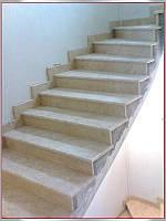Лестница из бежевого мрамора