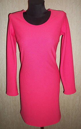 Розовое женское платье с длинным рукавом