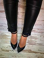 Кожаные женские туфли на толстом каблуке черные с ремешком