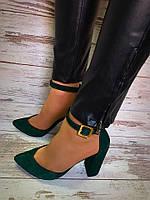 Замшевые женские туфли на толстом каблуке зеленые с ремешком