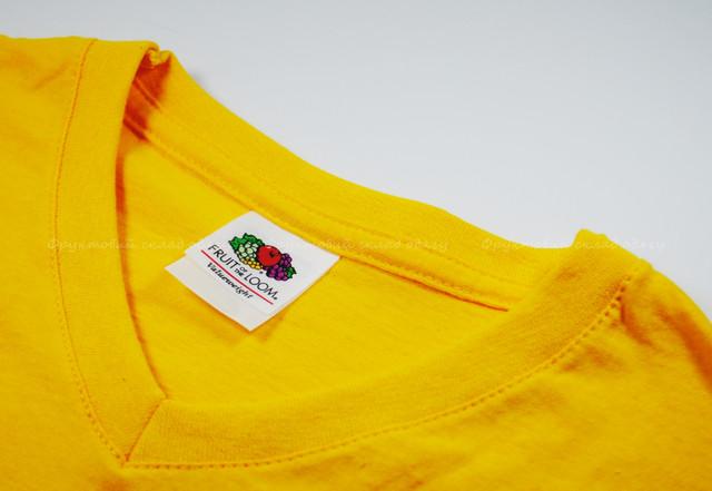 Солнечно- жёлтая мужская футболка с V-вырезом