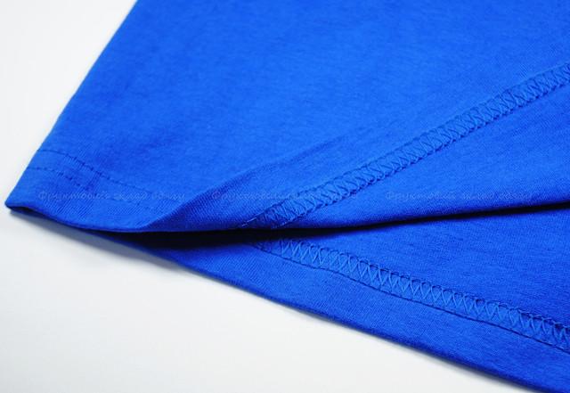 Ярко-синяя футболка с длинным рукавом