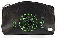 Женская кожаная черная косметичка с зеленой перфорацией Swan art. Б/Н большая, фото 1