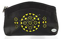 Женская кожаная черная косметичка с желтой перфорацией Swan art. Б/Н большая