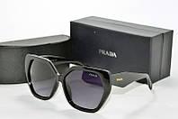 Солнцезащитные очки фигурные Prada черные