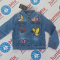 Детский джинсовый пиджак с нашивками на девочку