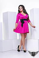 Элегантное яркое платье с вырезом и рукавом 3/4 больших размеров