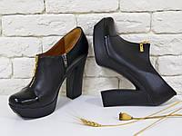 Туфли  из натуральной кожи с молнией черного цвета на каблуке