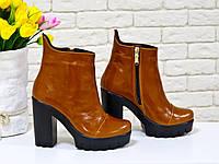 Ботинки рыжего цвета на устойчивом каблуке из натуральной кожи