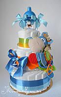 Оригинальный подарок новорожденному. Торт из памперсов с игрушкой и поильником 60 штук