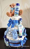 Оригинальный подарок новорожденному. Торт из памперсов с Мишкой и косметикой 70 штук