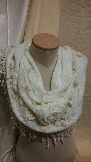 Вязанный трехмерный платок