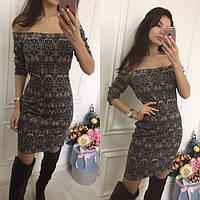 Модное серое  принтованное платье с открытыми плечами. Арт-9967/71