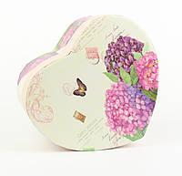 Подарочная коробочка в форме сердца с весенним букетом