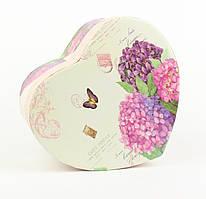 Подарочная коробочка в форме сердца с весенним букетом 15 х 14 х 7,5 см