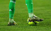Какие футбольные бутсы лучше для искусственного газона?