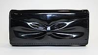 Женский лакированный кошелек черного цвета