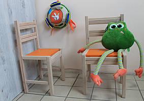 Детский  стульчик из дерева оранжевого цвета