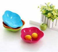 Пластиковые миски и тарелки