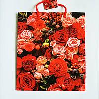 Подарочный пакет СРЕДНИЙ КВАДРАТ 21х25х8см Композиция из красных цветов