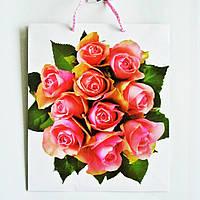 Подарочный пакет СРЕДНИЙ КВАДРАТ 21х25х8см Букт роз на белом фоне