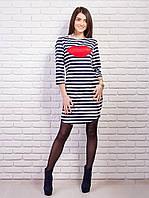 Модное платье с красными губками на груди