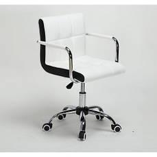 Кресло с белыми / черными вставками