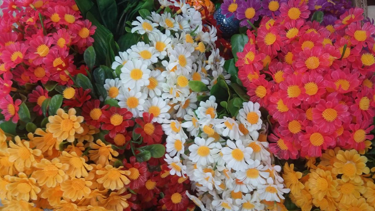 Ромашки букеты пластиковых цветов в-23 см  (50 шт, разные цвета)