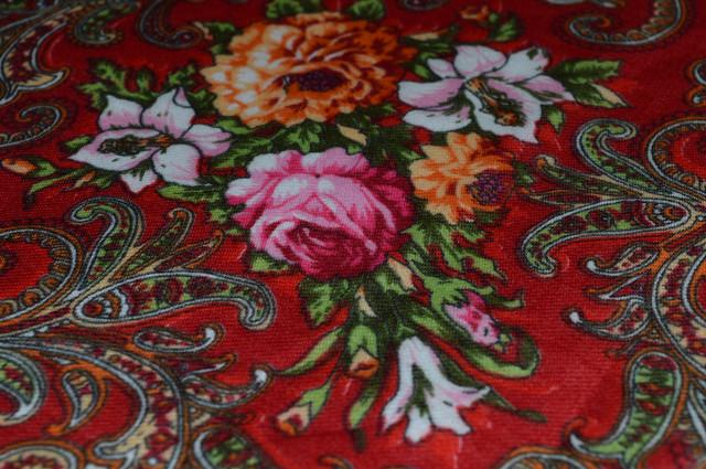 Платок шерстяной с турецким орнаментом красный 3