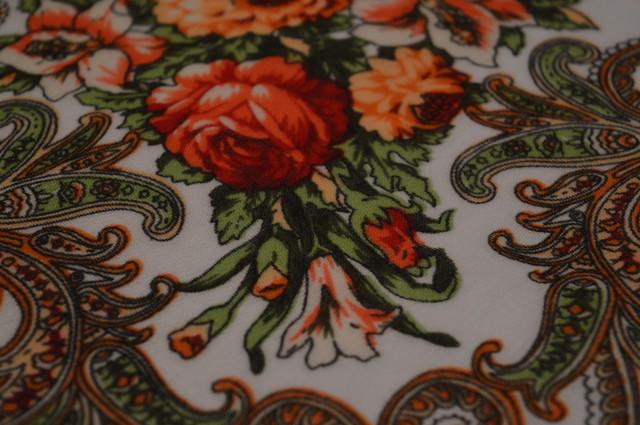 Платок шерстяной с турецким орнаментом белый 3