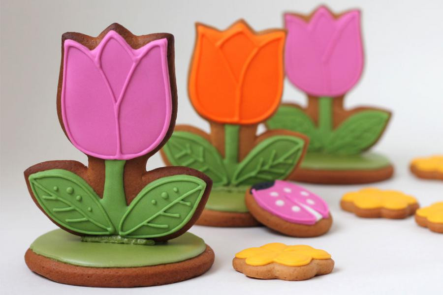 Тюльпаны. Подарки для женщин. Пряники на 8 Марта