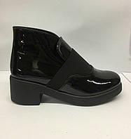 Женские весенние черные лаковые ботинки.