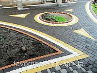 Выполняем работы по укладке тротуарной плитки.