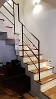 Стальное ограждение бетонной лестницы