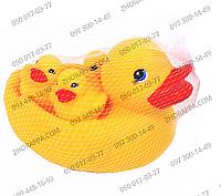 Пищалка 509, утка с утятами, встроена пищалка, 4 фигурки, в сетке 15*13 см, забавное веселое купание малыша