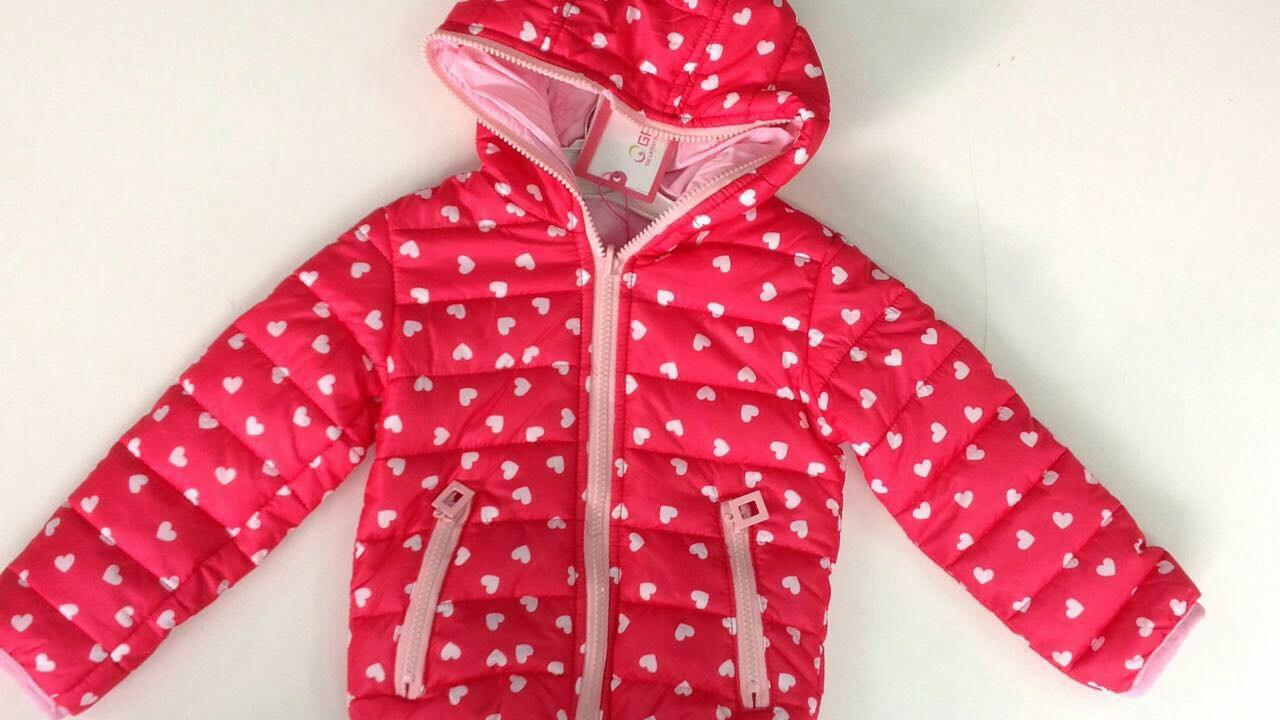 Весенняя куртка для девочек в принт сердечки