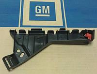 Кронштейн (направляющая , опора) переднего бампера левый (левая) у крыла (чёрный пластиковый) GM 1406498 1406221 13238441 13238443 OPEL Insignia