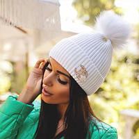 """Зимняя шапка с отворотом, брошкой """"Chanel"""" и помпоном из песца"""