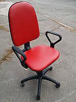 Кресло офисное б/у. Кож.зам Цвет:красный