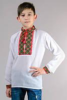 Красивая детская сорочка-вышиванка для мальчика с классическим красно-черным орнаментом.